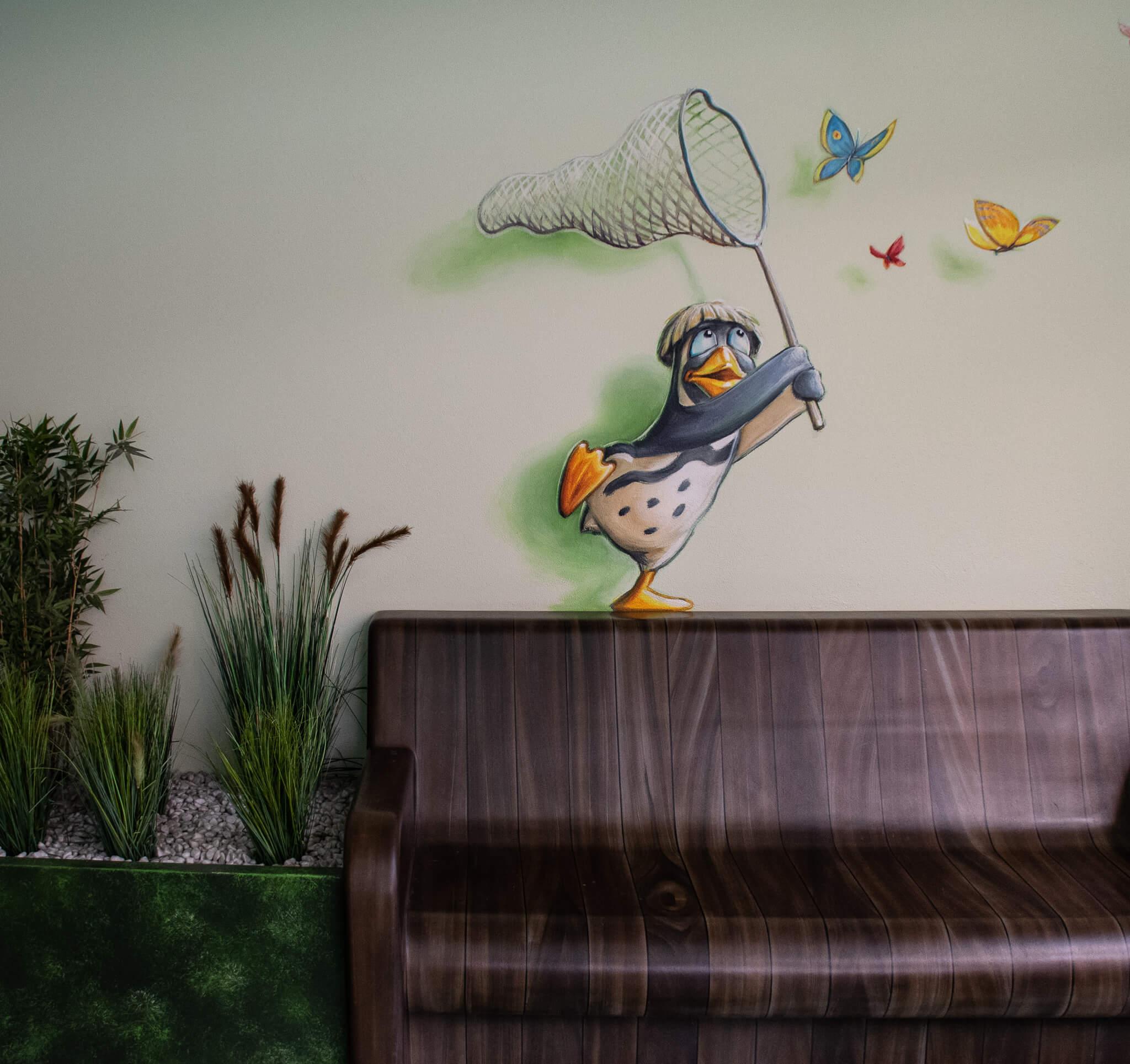 Pinguinmalerei über einer Bank