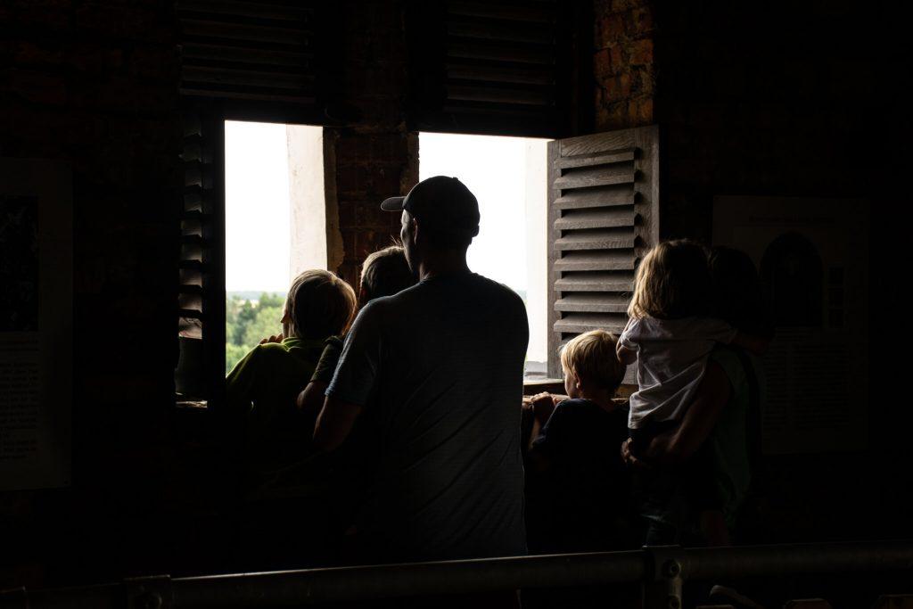 Familie_Blick_aus_dem_Turm