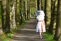 Frau im Spreewald in traditioneller Tracht